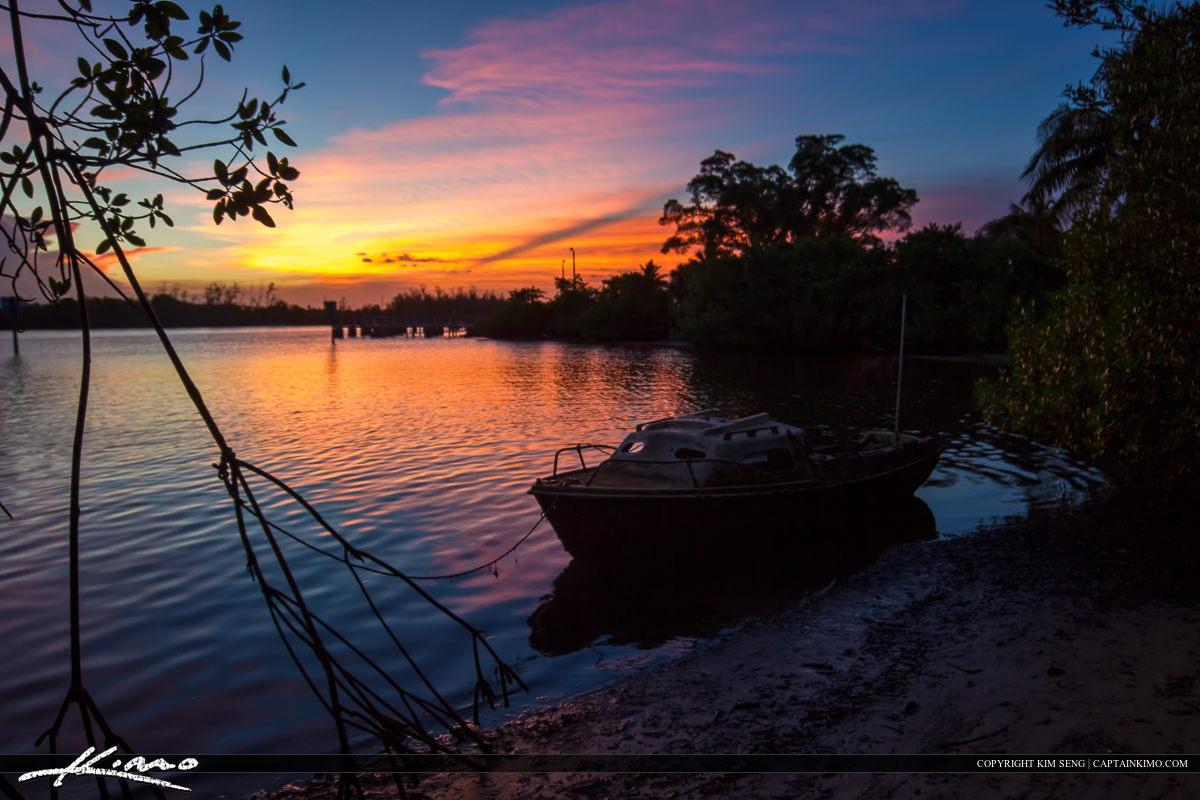 Abandon Boat at Jupiter Marina Florida