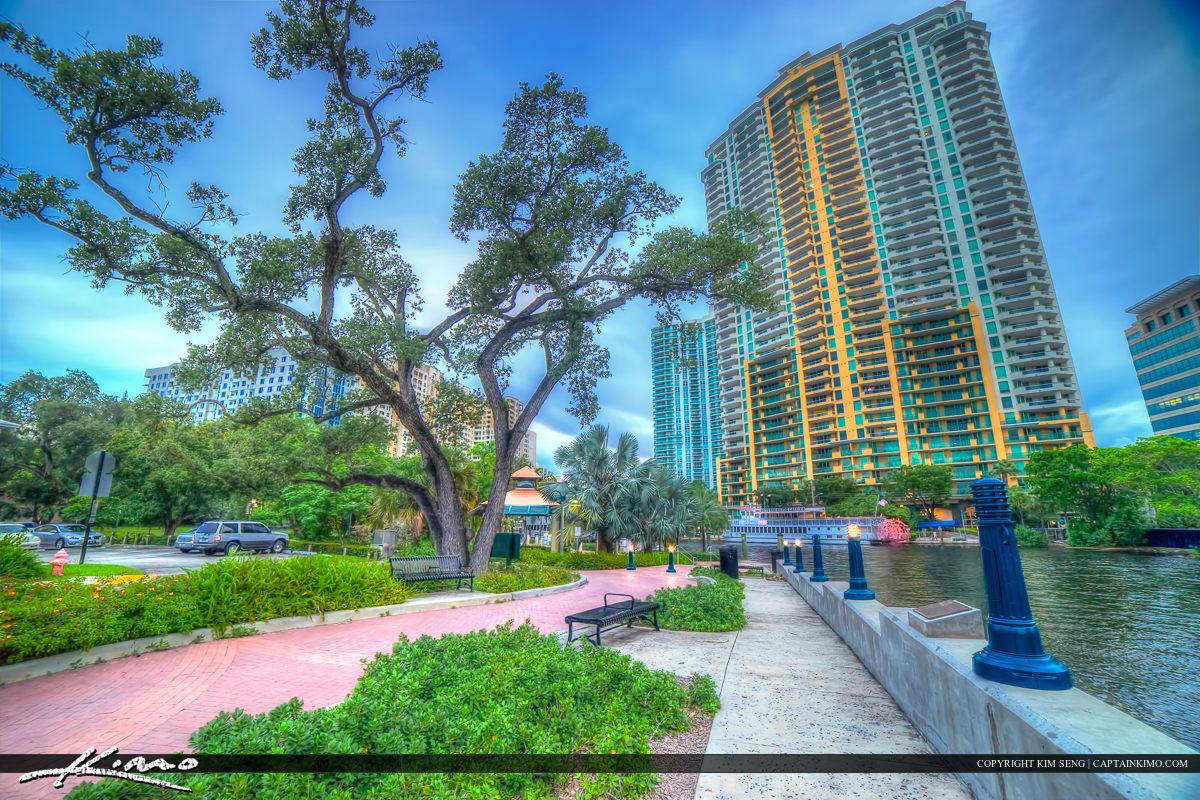 New River at the Fort Lauderdale Riverwalk Smoker Park Entrance