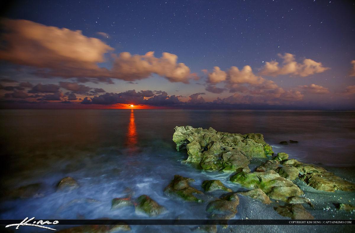 Moon Rise Coral Cove Park Ocean Wide Photo