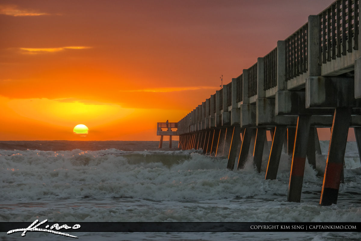Jacksonville Beach sun rising over the ocean at the fishing pier