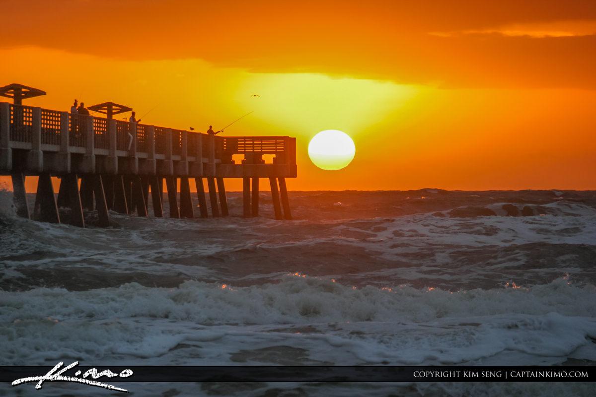 Jacksonville Beach glowing sun over the ocean