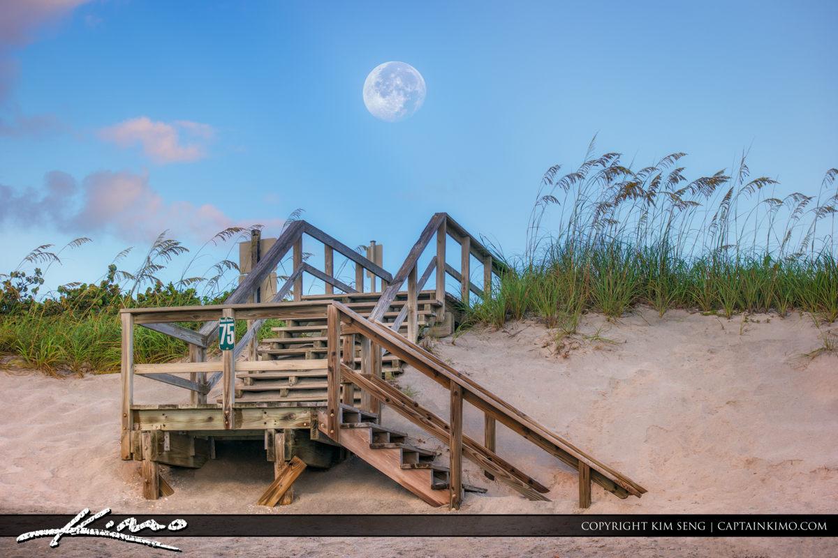 Moon Set Jupiter Island at Coral Cove Park