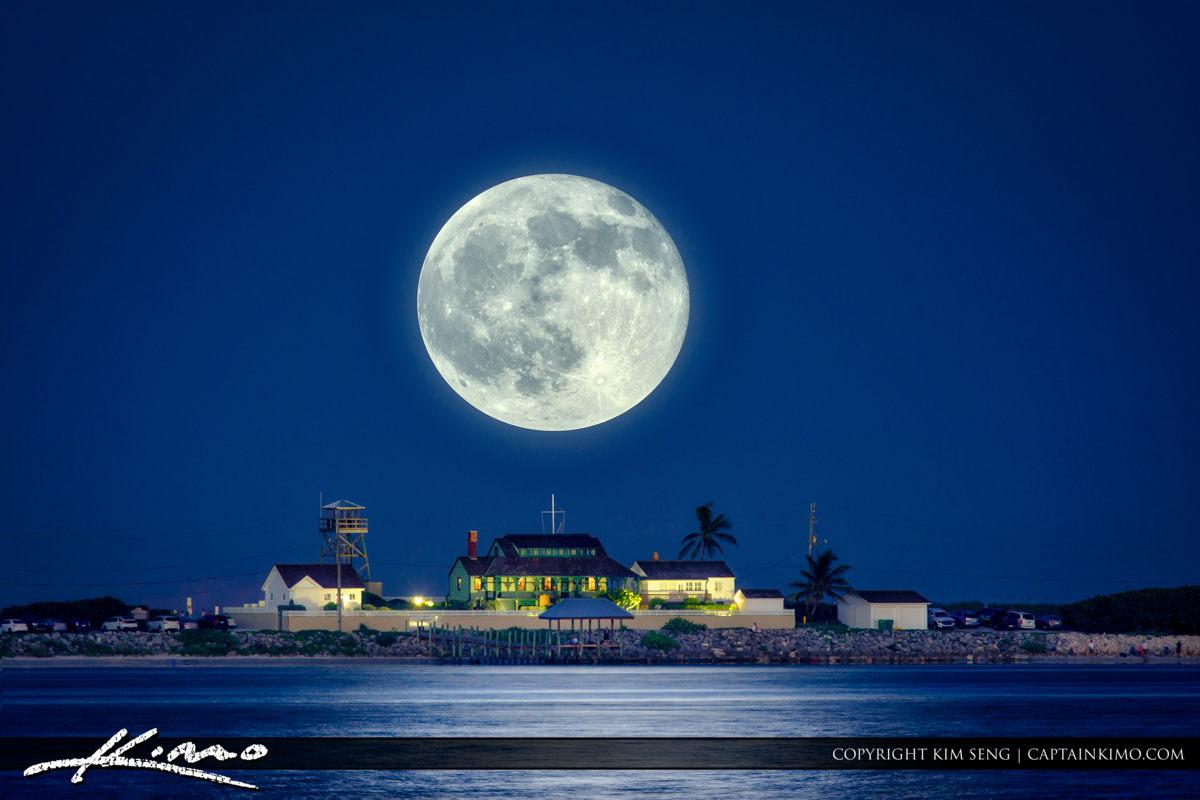 Full Moon Refuge House Stuart