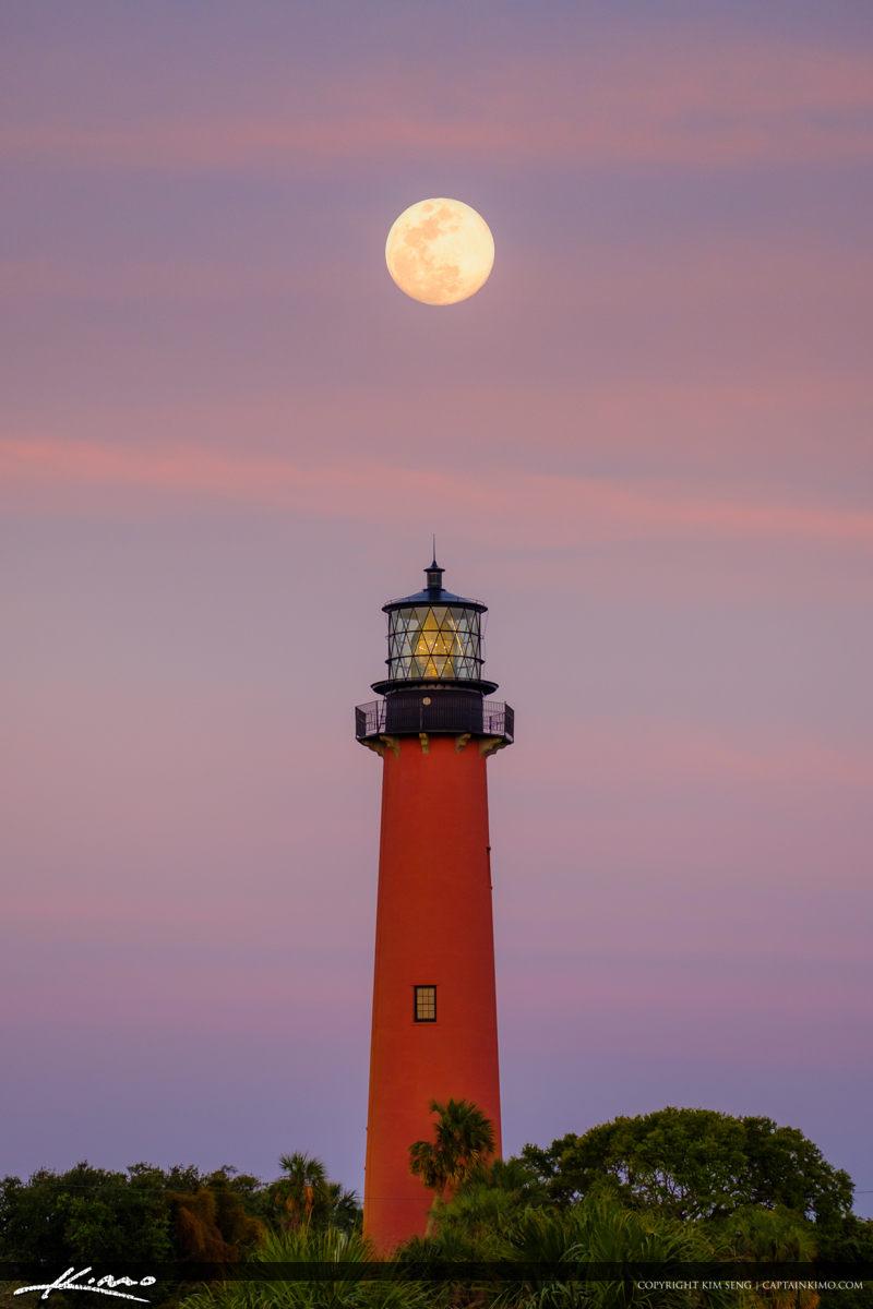Jupiter Lighthouse Pink Moon Rise April 2018