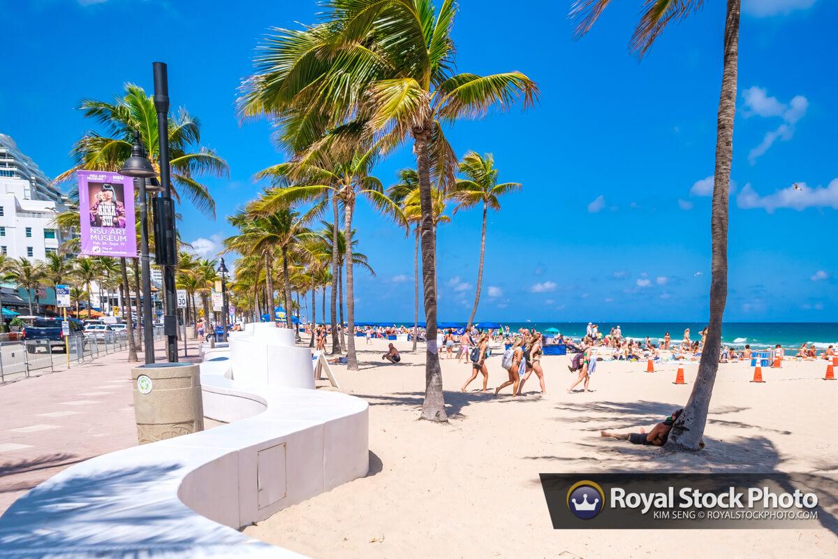 People Walking to Beach Las Olas Fort Lauderdale