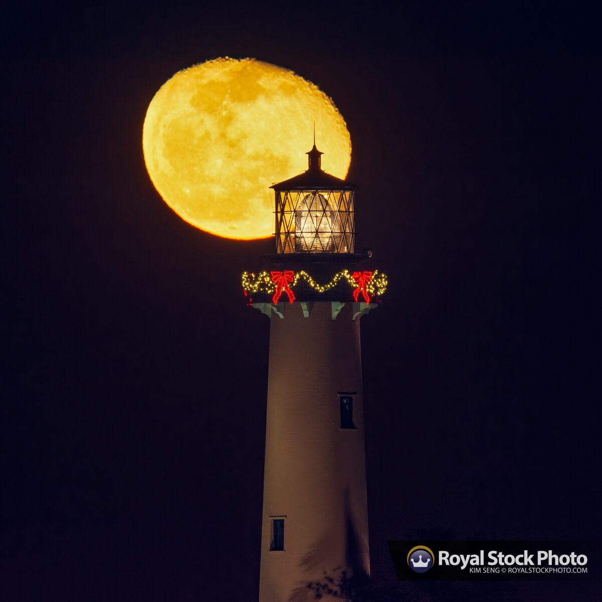 December 14 2019 Moonrise Jupiter Lighthouse