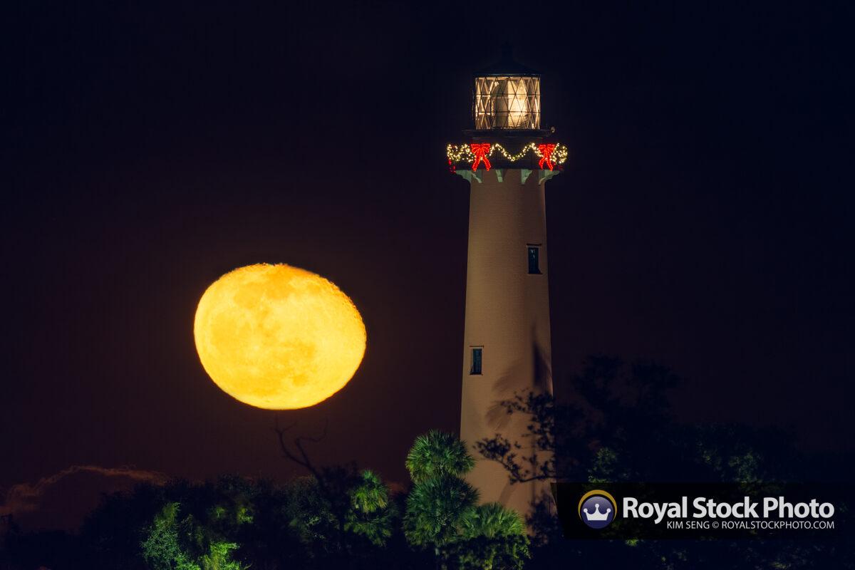 Moonrise Dark Night Christmas Light